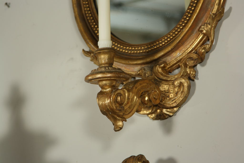 Mirrored sconce