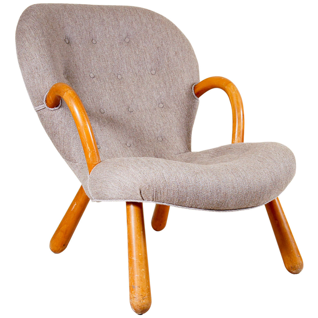 Clam shell chair