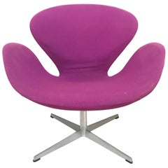 "Original Arne Jacobsen ""Swan"" Chair No. 7105 for Fritz Hansen"