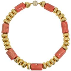 Very Chic Bold Coral Gilt Fluted Bead Choker