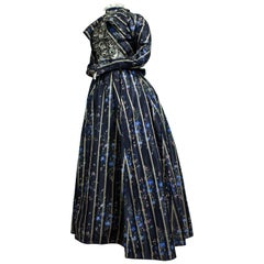 A Worth Historicism French Day Dress in Chiné Taffeta Circa 1900
