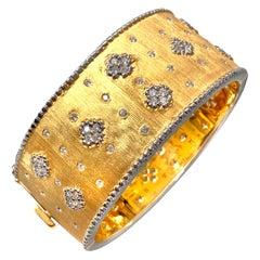 Bijoux Num Fabulous Clover Patten Wide Bangle Bracelet