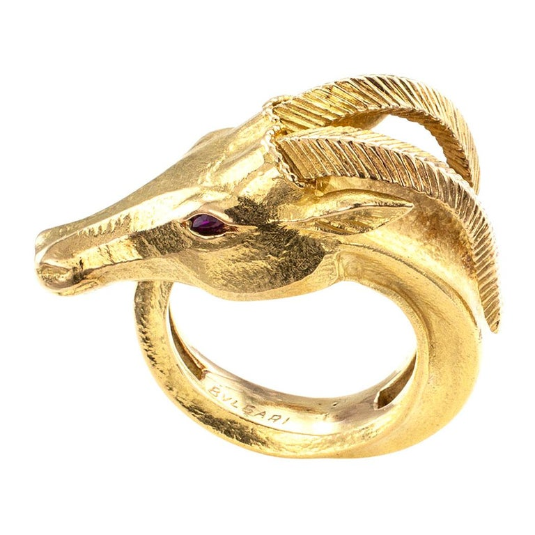 Bvlgari Gazelle Figural Gold Ring In Good Condition For Sale In Los Angeles, CA