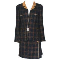 Chanel Tweed & Metallic Gold Lamé Gripoix Button Jacket Blazer Skirt Suit