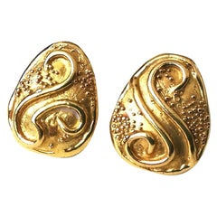 Elizabeth Gage Yellow Gold 18 Karat Estrucan Revival Earrings