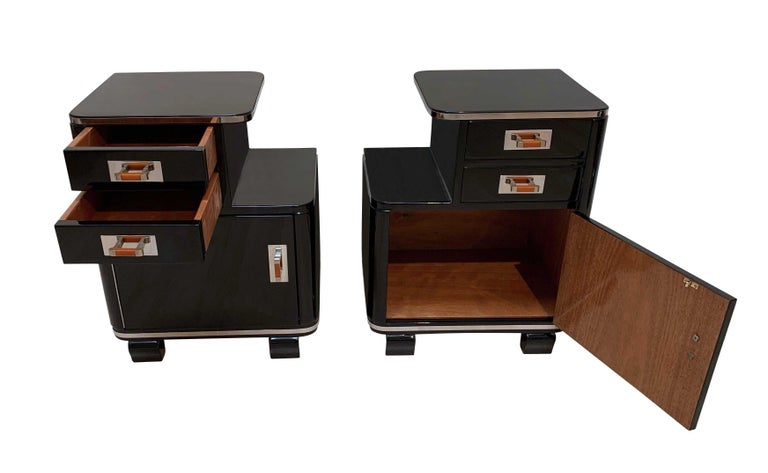 Pair of Art Deco Nightstands, Black Piano Lacquer and Nickel, France, circa 1930 In Excellent Condition For Sale In Regensburg, DE