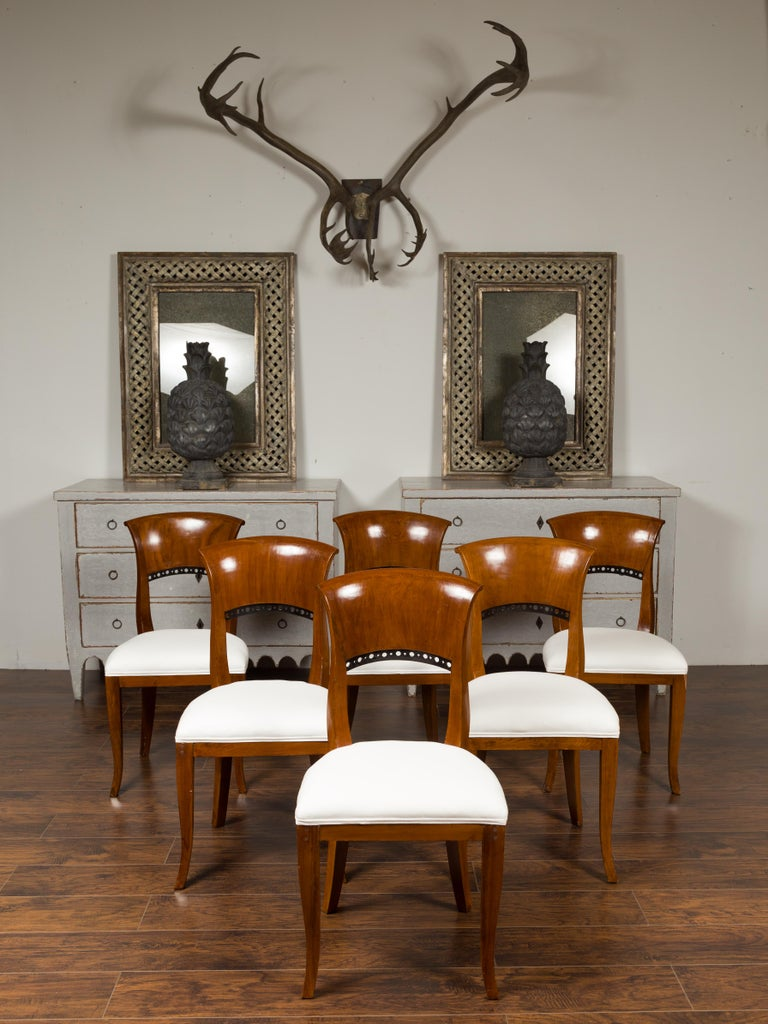 Set of Six Austrian 1880s Biedermeier Style Walnut Dining Room Side Chairs In Good Condition For Sale In Atlanta, GA