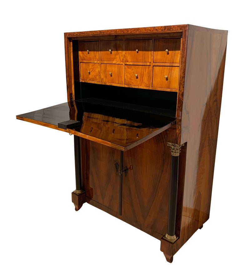 Small Biedermeier Secretaire, Walnut and Ash, Austria/Vienna, circa 1820 For Sale 1
