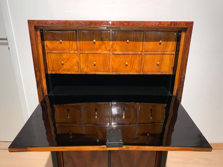 Small Biedermeier Secretaire, Walnut and Ash, Austria/Vienna, circa 1820 For Sale 2
