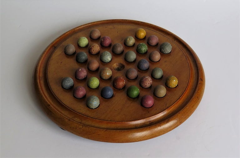 Victorian Marble Solitaire Game with Mahogany Board and 32 Handmade Marbles In Good Condition For Sale In Lincoln, Lincolnshire
