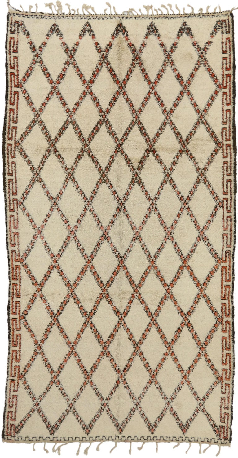 74727, vintage Beni Ourain Moroccan rug in traditional style. This hand-knotted wool vintage Beni Ourain Moroccan rug with Mid-Century Modern style features a lozenge trellis pattern on a neutral background. Bold, thick lines of black, coffee, red
