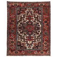 Vintage Heriz Persian Carpet circa 1920s in Pure Wool and Vegetable Dyes