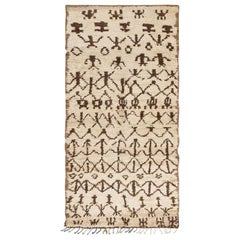 Vintage Moroccan Rug. Size: 5 ft 6 in x 10 ft 2 in (1.68 m x 3.1 m)