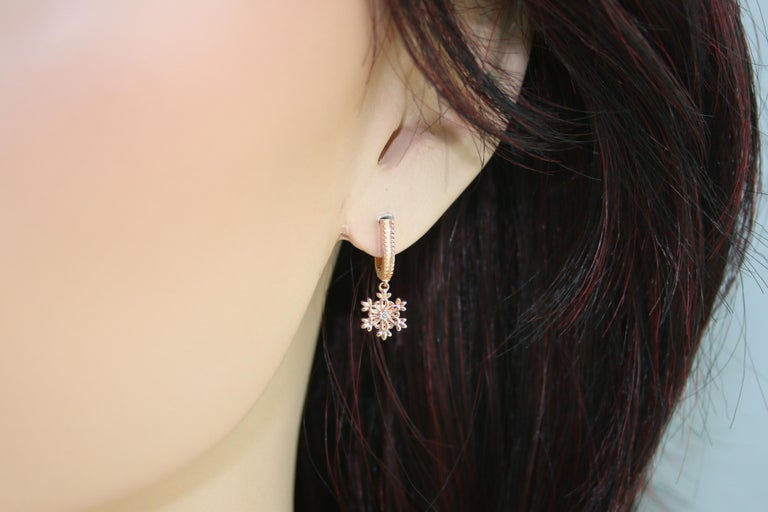 Round Cut 0.03 Carats Diamonds & Rose Gold Snowflake Earrings For Sale