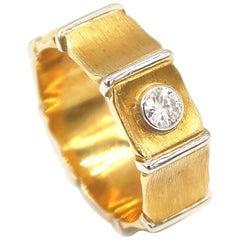 0.16 Carat Diamond 18 Karat Gold Band Ring 18 Karat White Gold Vertical Edges