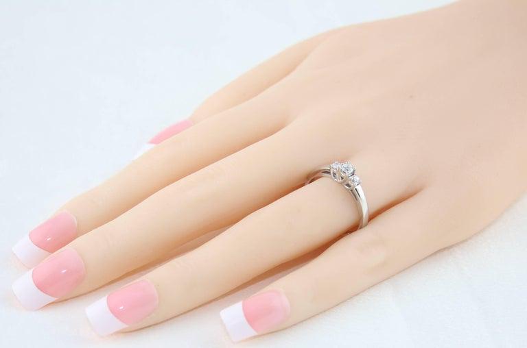 Contemporary 0.20 Carat Diamond Three Stone Gold Ring For Sale