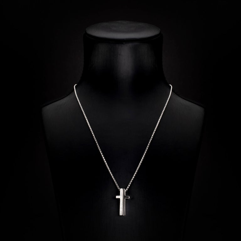 Contemporary 0.21 Carat Round Brilliant Diamond 18 Karat White Gold Cross Pendant Necklace For Sale