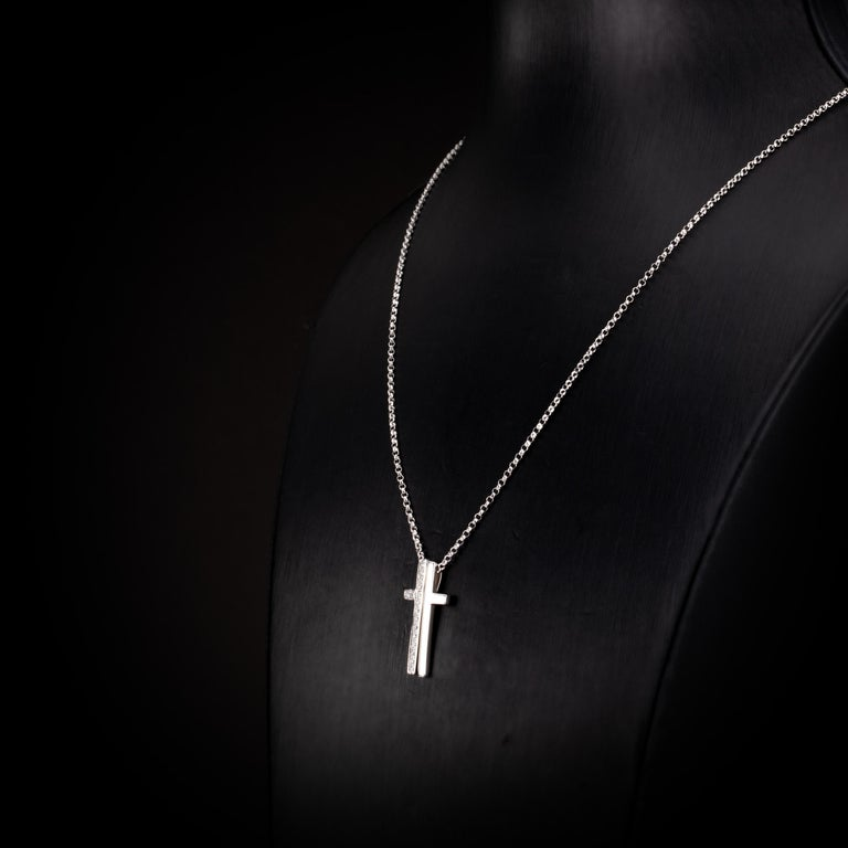 0.21 Carat Round Brilliant Diamond 18 Karat White Gold Cross Pendant Necklace In New Condition For Sale In Hong Kong, Kowloon