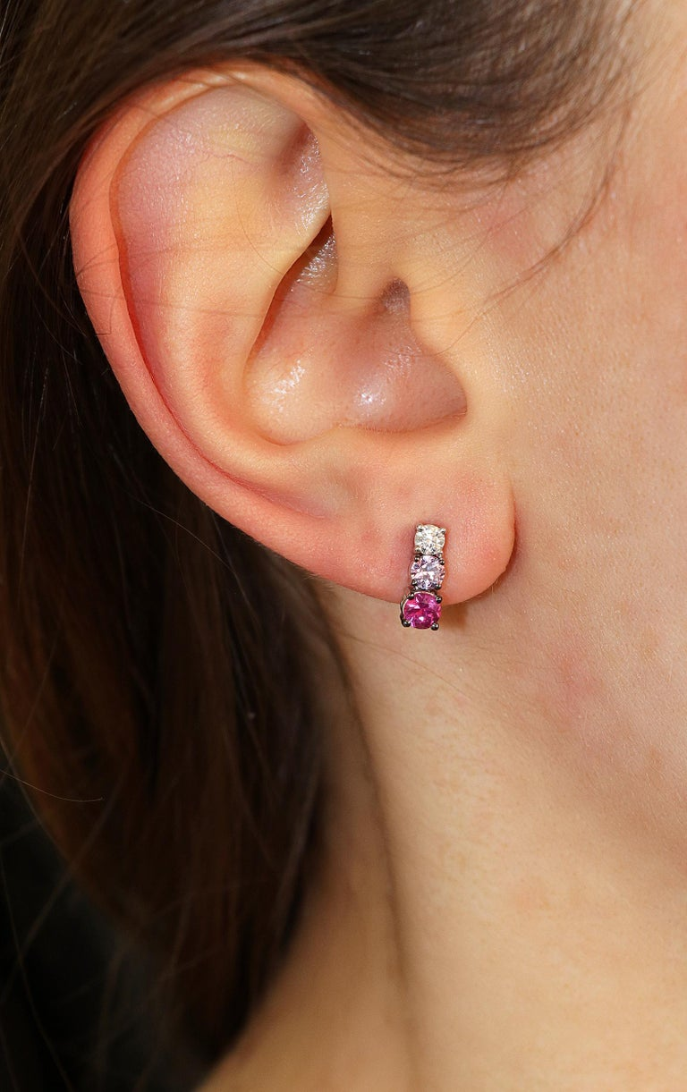 0.21 White GVS Diamonds 0.51 Rubies 0.38 Pink Sapphires 18 Karat Gold Earrings In New Condition For Sale In Valenza, IT
