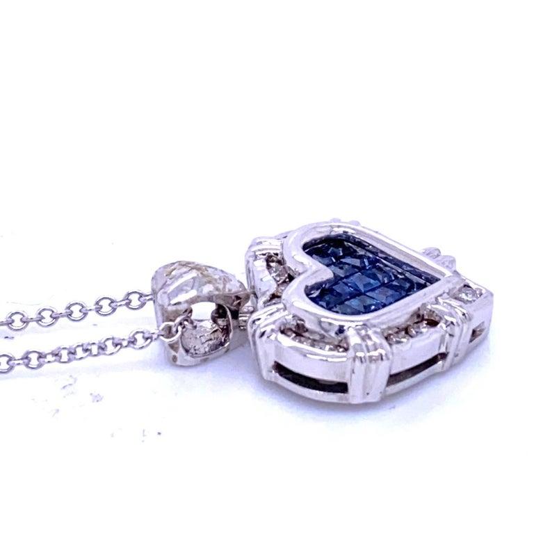 Contemporary 0.24 Carat Diamond/0.75 Carat Blue Sapphire 18K Gold Hearts Pendant Necklace For Sale