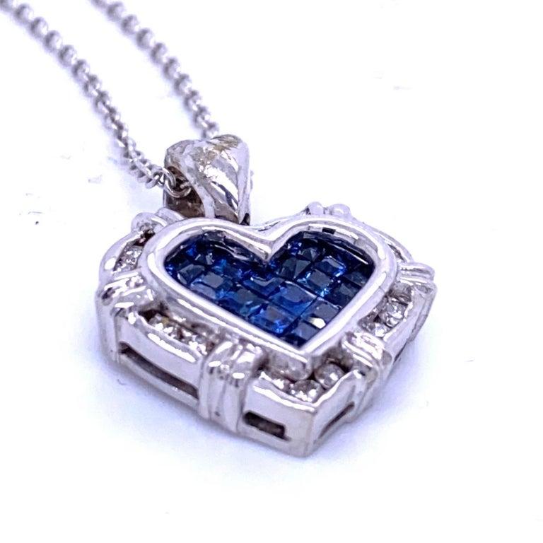 Round Cut 0.24 Carat Diamond/0.75 Carat Blue Sapphire 18K Gold Hearts Pendant Necklace For Sale
