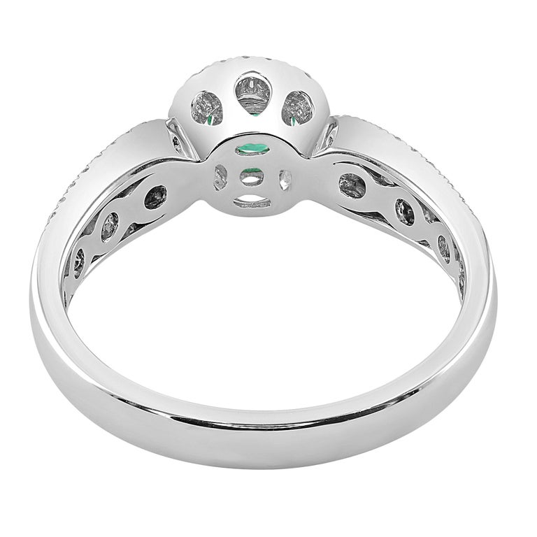 Round Cut 0.24 Carat Emerald and Diamond White Gold Cocktail Ring For Sale