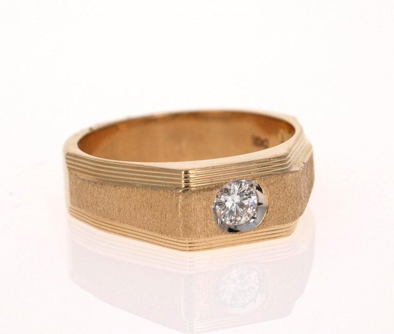 Modern 0.25 Carat Men's Round Cut Diamond Ring 18 Karat Yellow Gold For Sale