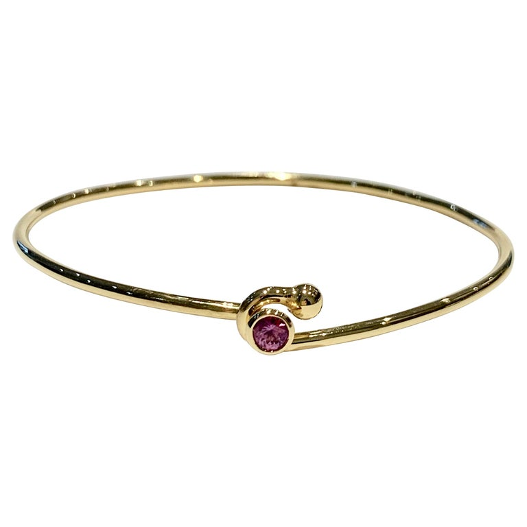 0.25 Carat Pink Sapphire Bezel Set in 18 Carat Yellow Gold Wire Bangle For Sale