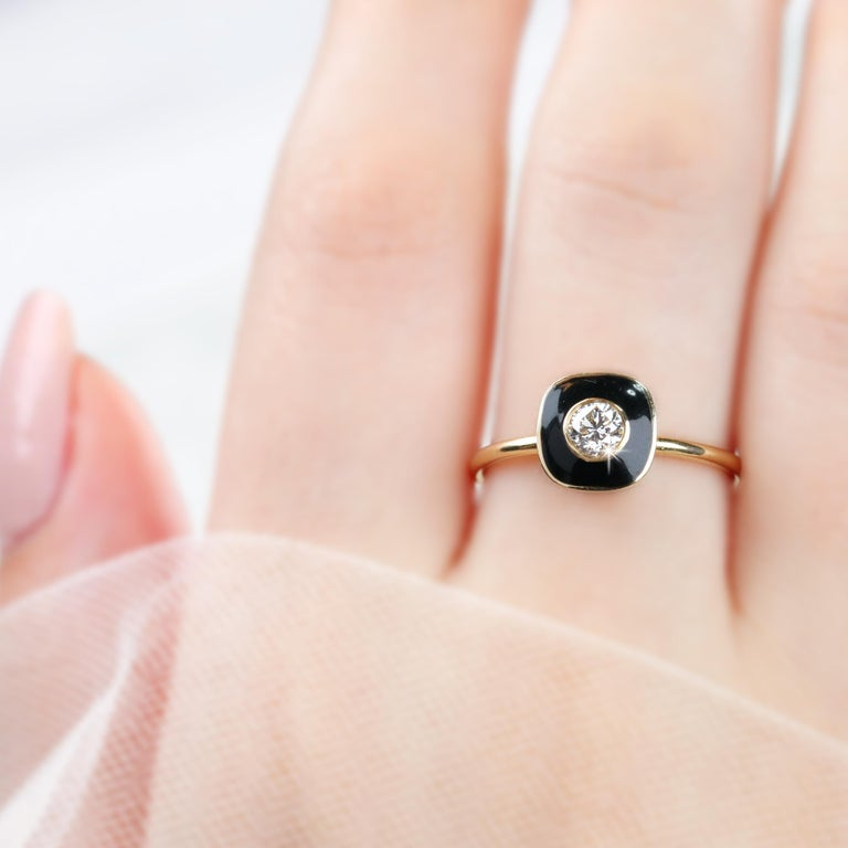 Women's 0.25 Carat Round Cut Diomand Ring with Black Enameled For Sale