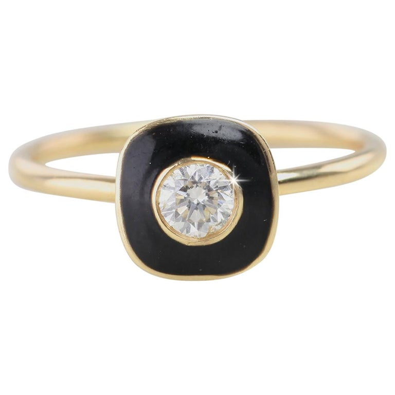 0.25 Carat Round Cut Diomand Ring with Black Enameled For Sale