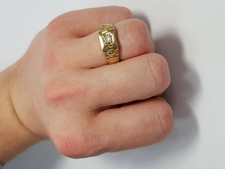 Women's or Men's 0.25 CT Round White Diamond 18 KT Yellow Gold Tresor Paris Solitaire Signet Ring For Sale