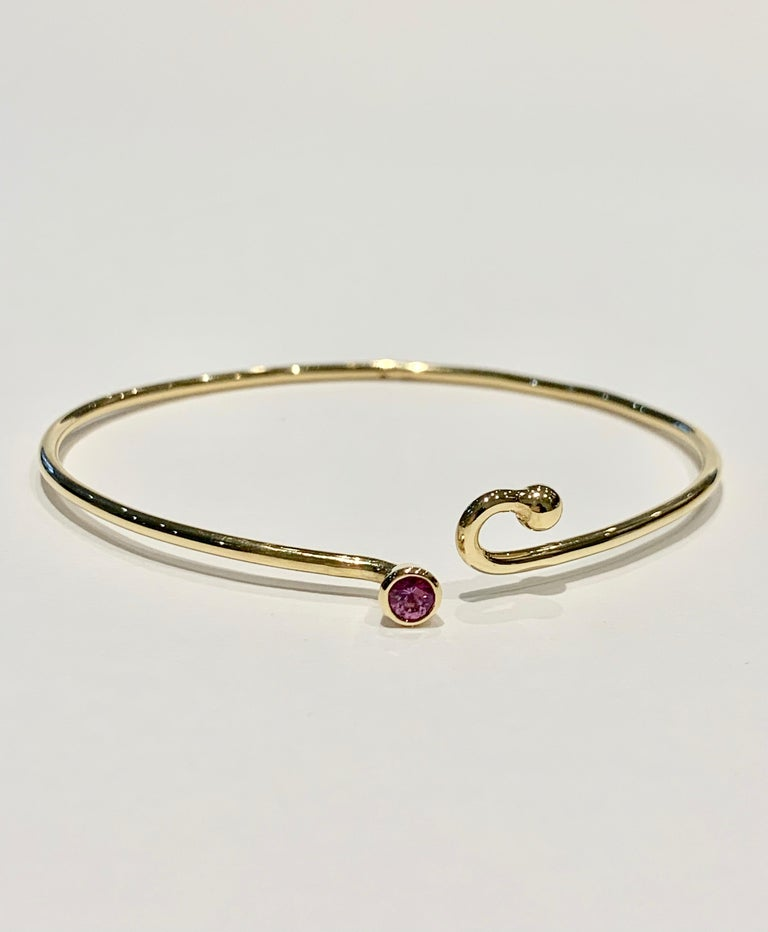 Round Cut 0.25 Carat Pink Sapphire Bezel Set in 18 Carat Yellow Gold Wire Bangle For Sale