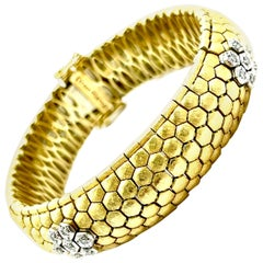 0.28 Carat Round Diamond and 18 Karat Gold Honeycomb Bracelet
