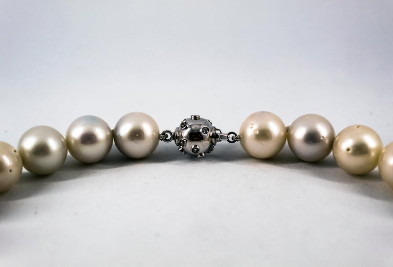 0.28 Carat White Diamond 510.0 Carat Australian Pearl White Gold Beaded Necklace In New Condition For Sale In Naples, IT