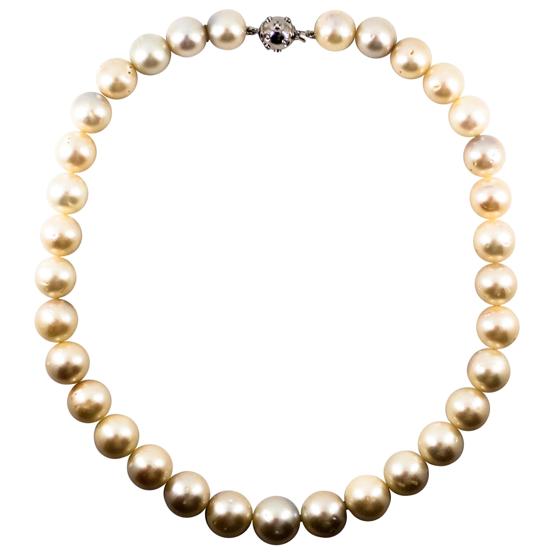 0.28 Carat White Diamond 510.0 Carat Australian Pearl White Gold Beaded Necklace