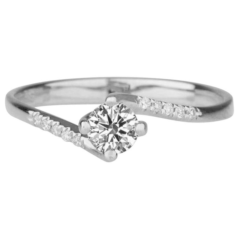0.3 Carat Platinum Round Diamond Engagement Ring, Twist Diamond Ring For Sale