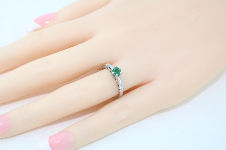Women's 0.31 Carat Emerald Diamond Platinum Ring For Sale
