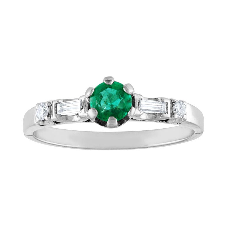 0.31 Carat Emerald Diamond Platinum Ring For Sale