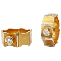 0.35 and 0.16 Carat Diamond 18 Karat Gold Band Couple Rings with Vertical Edges