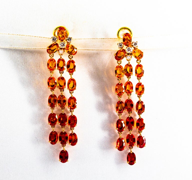 0.45 Carat White Diamond 21.30 Carat Yellow Sapphire Yellow Gold Drop Earrings In New Condition For Sale In Naples, IT