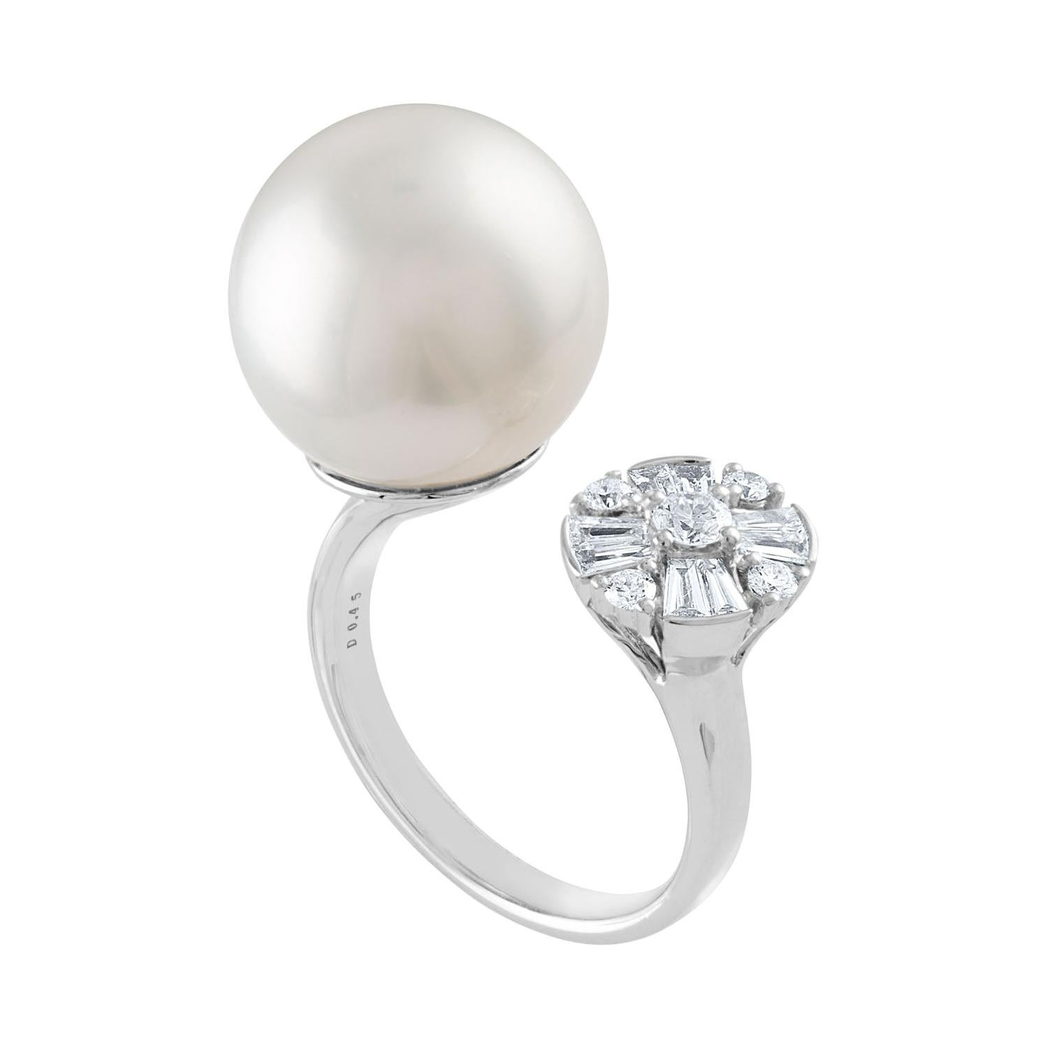 0.46 Carat Diamond and South Sea Pearl Between The Finger Gold Ring