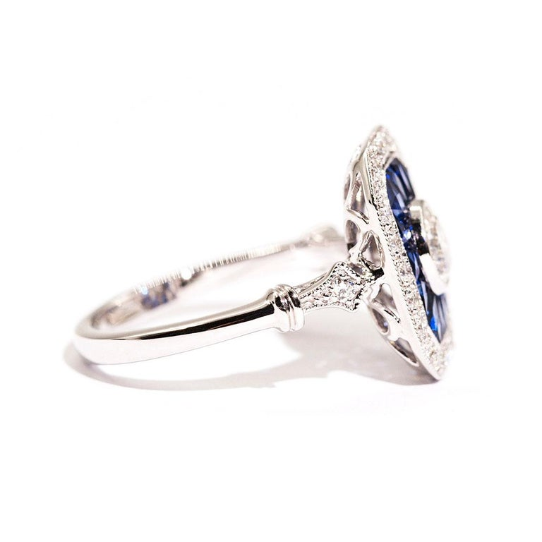 Contemporary 0.50 Carat Certified Diamond and Blue Sapphire 18 Carat White Gold Ring For Sale