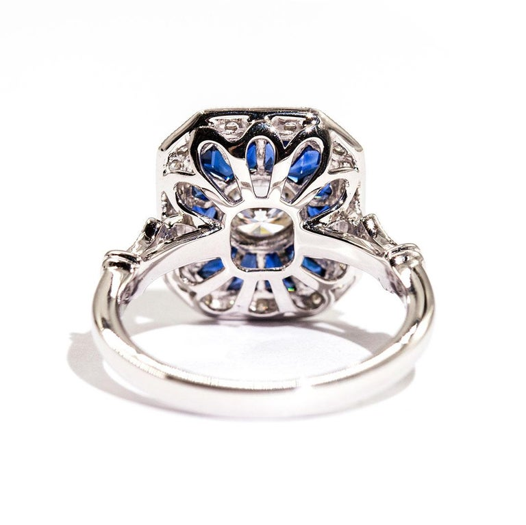 Round Cut 0.50 Carat Certified Diamond and Blue Sapphire 18 Carat White Gold Ring For Sale