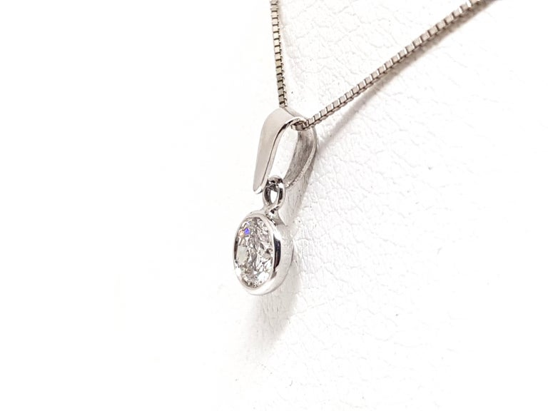 0.61 Carat White Gold Necklace Diamond Solitaire Pendant In New Condition For Sale In Antwerp, BE
