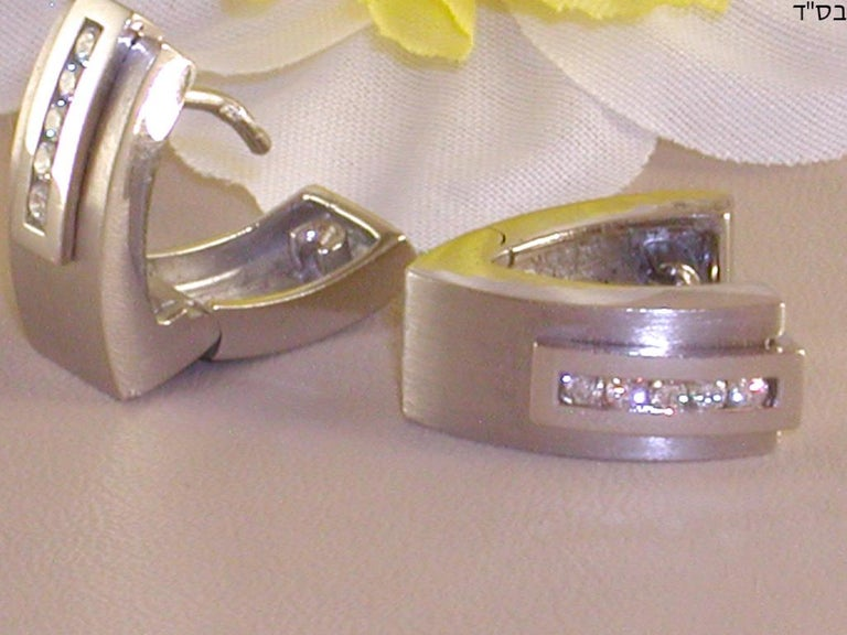 0.64 Carat White Gold Diamond Earrings Necklace Pendant Set For Sale 1