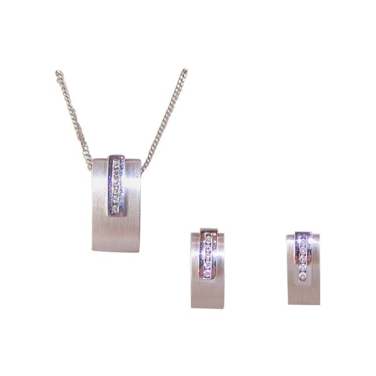 0.64 Carat White Gold Diamond Earrings Necklace Pendant Set For Sale