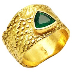 0.68 Carat Trilliant Cut Emerald Set in 18 Karat Gold Seascape Band