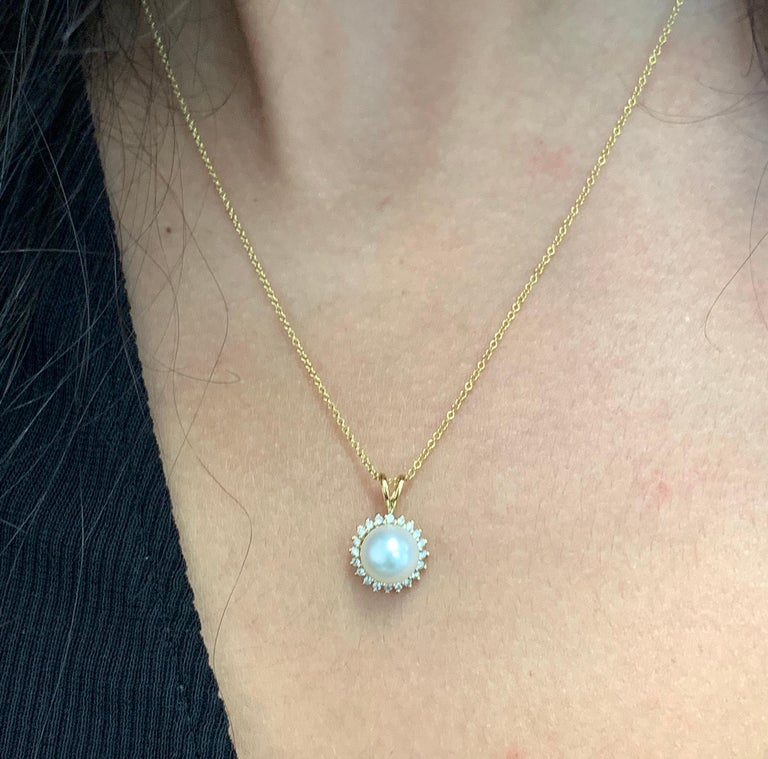 Contemporary 0.70 Carat Pearl and Diamond Pendant For Sale