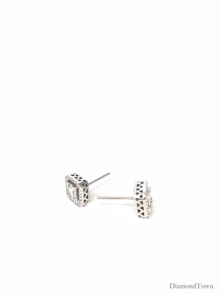 0.75 Carat Diamond Cluster and Halo Studs in 18 Karat White Gold In New Condition For Sale In New York, NY