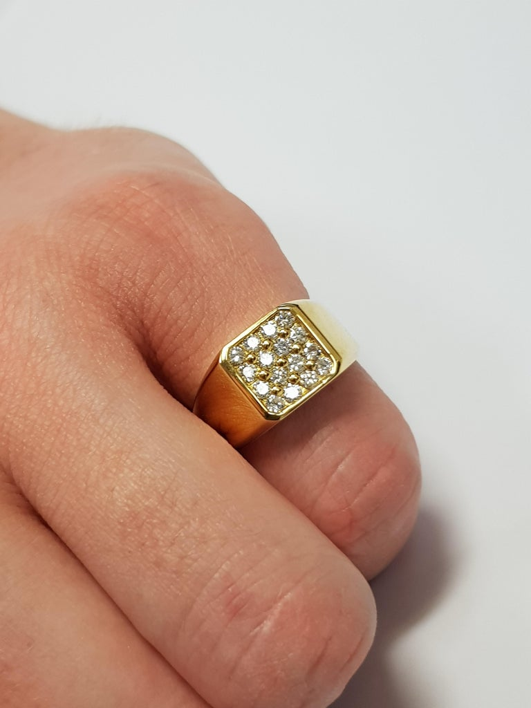 Modern 0.75 Carat Round White Diamond 18 Karat Yellow Gold Square Men's Signet Ring For Sale